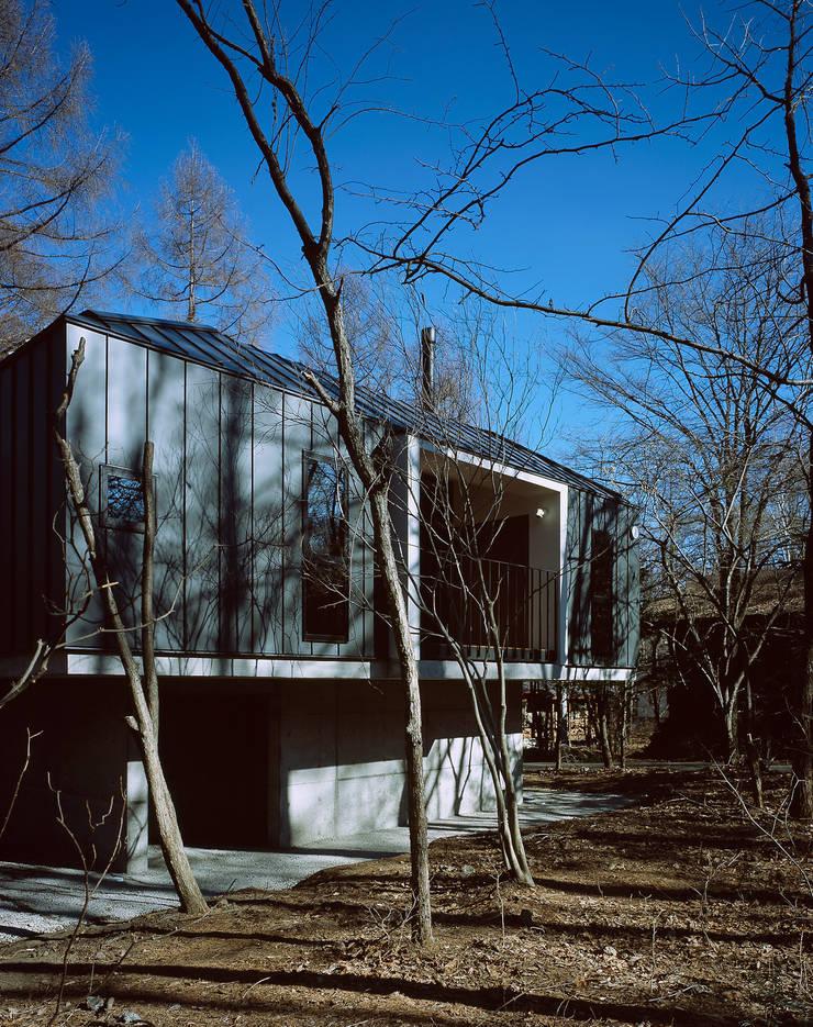 K-VILLA / 北軽井沢の別荘: 森吉直剛アトリエ/MORIYOSHI NAOTAKE ATELIER ARCHITECTSが手掛けた家です。