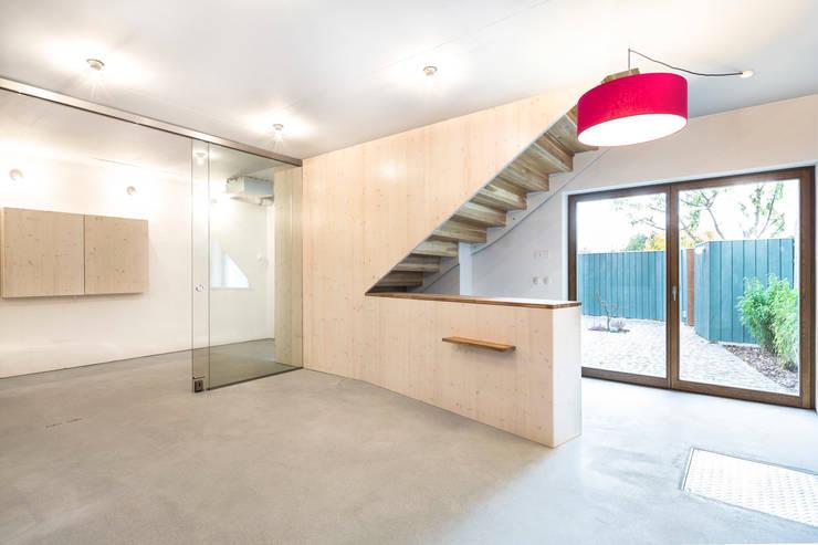 saniertes Stadthaus Taucha - Packbauer Architektur:  Ladenflächen von Bertram Bölkow Fotodesign
