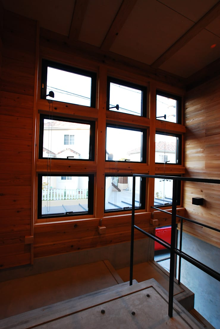 2階の玄関へ続くアプローチ モダンな 窓&ドア の SSD建築士事務所株式会社 モダン