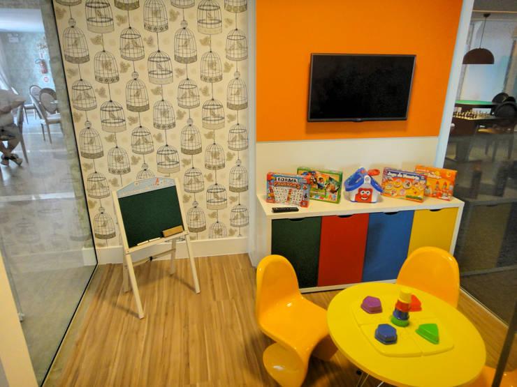 Brinquedoteca: Quarto infantil  por Gabriela Herde Arquitetura & Design