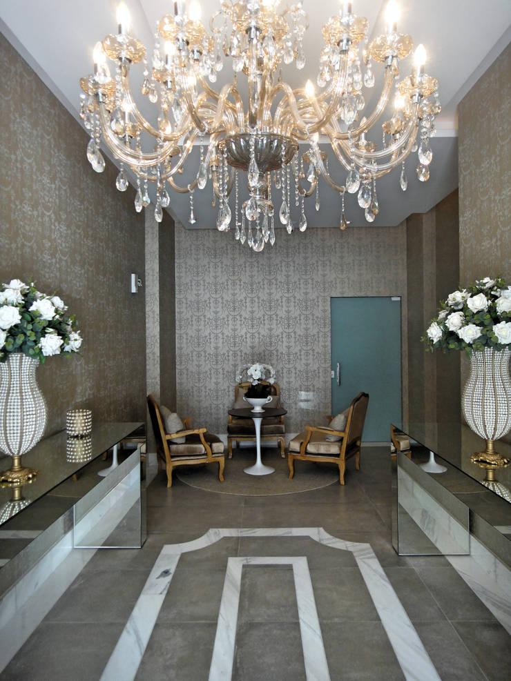 Hall de Entrada: Corredores e halls de entrada  por Gabriela Herde Arquitetura & Design,