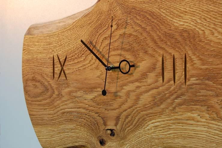 Zegar z dębu szczotkowanego i olejowanego: styl , w kategorii Domowe biuro i gabinet zaprojektowany przez Meble Autorskie Jurkowski