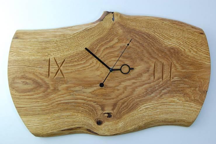 Zegar z dębu szczotkowanego i olejowanego: styl , w kategorii Salon zaprojektowany przez Meble Autorskie Jurkowski