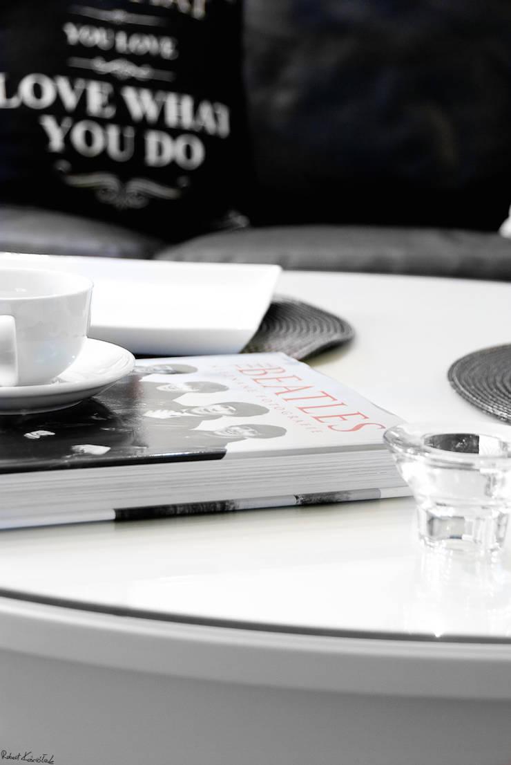 DOM W STYLU FRANCUSKIEJ WERANDY W WESOŁEJ: styl , w kategorii Salon zaprojektowany przez YNOX Architektura Wnętrz,