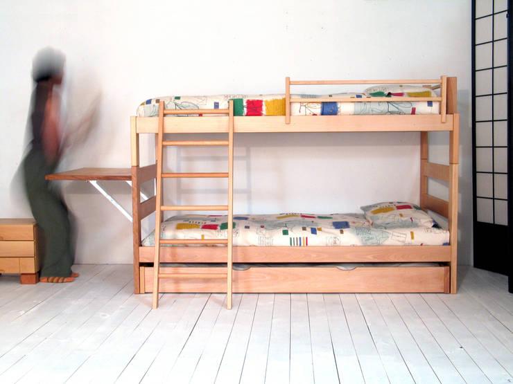 Litera infantil con cama Nido y escalera inclinada: Habitaciones infantiles de estilo  de Haiku-Futon