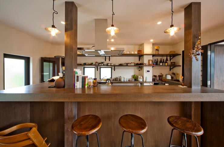 建築家の元自邸をリノベーションでさらに快適な空間に!: 株式会社リボーンキューブが手掛けたキッチンです。
