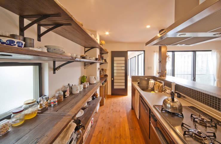 建築家の元自邸をリノベーションでさらに快適な空間に!: 株式会社リボーンキューブが手掛けたキッチンです。,
