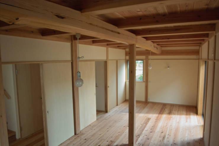 寝室2: 「有」ひなたの場所 建築設計事務所が手掛けた寝室です。,オリジナル