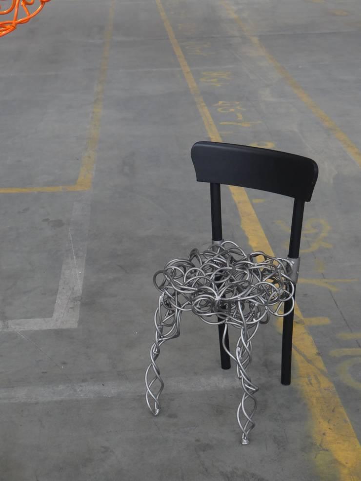 """Recycled chair.: {:asian=>""""Aziatisch"""", :classic=>""""klassiek"""", :colonial=>""""koloniaal"""", :country=>""""land"""", :eclectic=>""""eclectisch"""", :industrial=>""""industrieel"""", :mediterranean=>""""mediterrane"""", :minimalist=>""""minimalistische"""", :modern=>""""modern"""", :rustic=>""""rustiek"""", :scandinavian=>""""Scandinavisch"""", :tropical=>""""tropisch""""}  door Robert van den Herik,"""