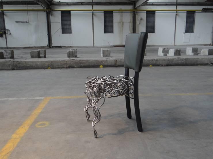 Connected.:   door Robert van den Herik