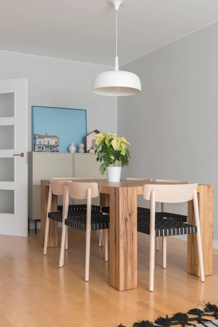 interiorismo en vivienda en Juan Pablo II de Zaragoza:  de estilo  de A54Insitu