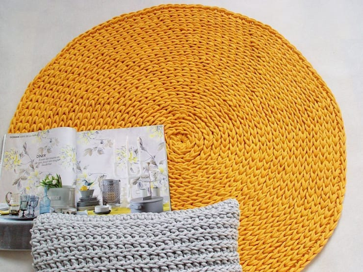 Handmade crochet rug, crochet carpet, round rug, knitted carpet, knitted rug, model COPENHAGEN. material cotton, color 21 de RENATA NEKRASZ art & design Escandinavo