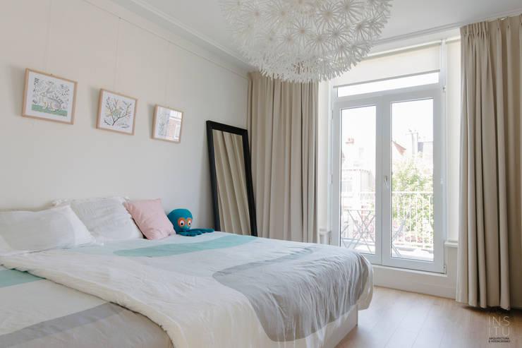 PROYECTO DE INTERIORISMO EN LA HAYA, HOLANDA: Dormitorios de estilo escandinavo de A54Insitu