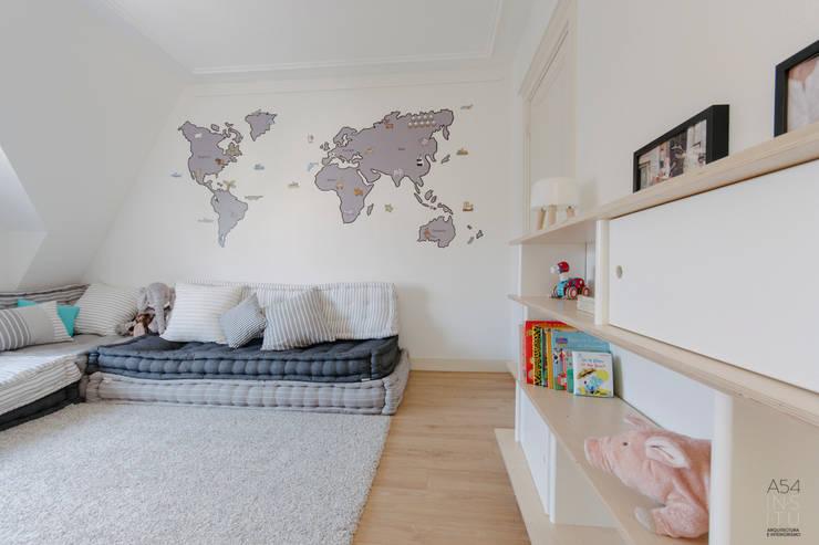 PROYECTO DE INTERIORISMO EN LA HAYA, HOLANDA: Dormitorios infantiles de estilo escandinavo de A54Insitu