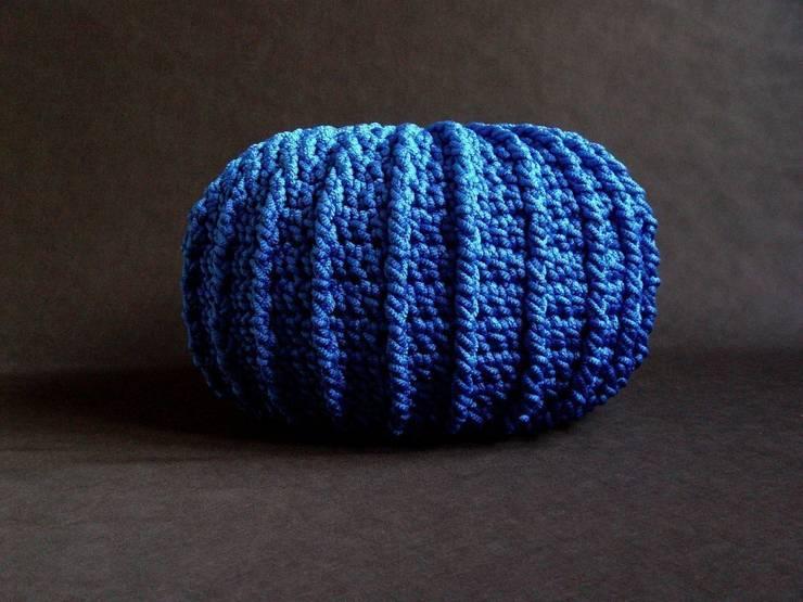 Pufa, ottoman, podnóżek , dziergana, szydełkowana model LONDON 80cm, materiał jedwab PP, kolor 12 /niebieski/: styl , w kategorii Salon zaprojektowany przez RENATA NEKRASZ art & design