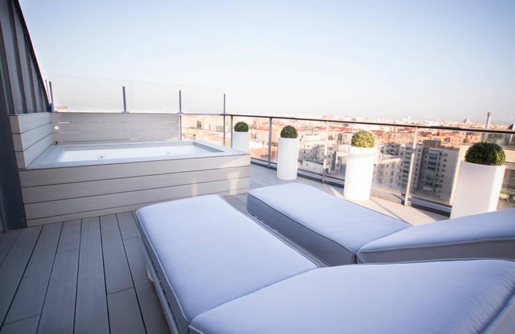 Como decorar mi casa para ganar luz: Terrazas de estilo  de Estatiba construcción, decoración y reformas en  Ibiza y Valencia, Moderno