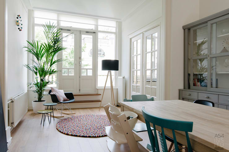 Salas / recibidores de estilo  por A54Insitu