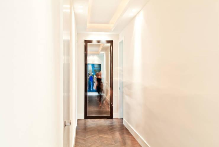 150 m, Śródmieście, Wwa: styl , w kategorii Korytarz, przedpokój zaprojektowany przez dziurdziaprojekt