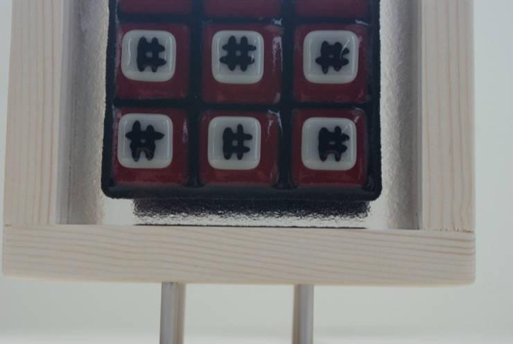 object van glas en hout - 3:  Kunst  door Margreet Takken