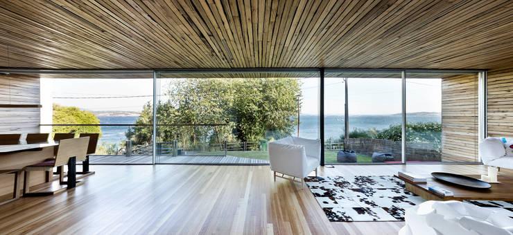 Salas / recibidores de estilo  por Your Architect London