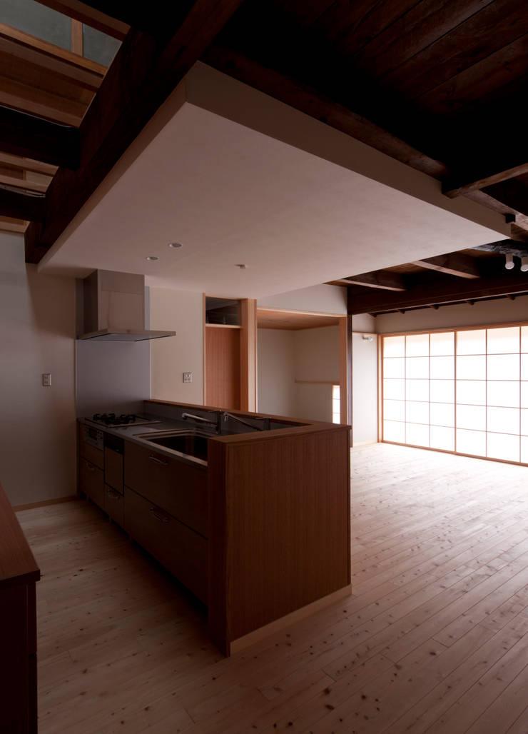 キッチン: アトリエ・ブリコラージュ一級建築士事務所が手掛けたキッチンです。