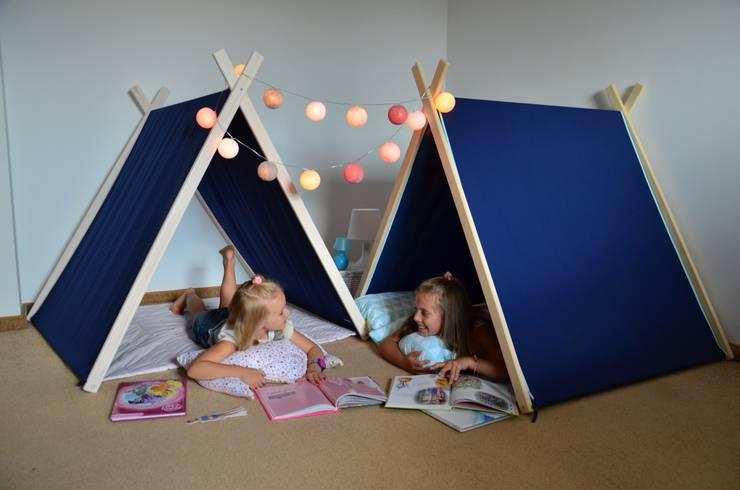Namiot domek tipi granat z domieszką różu lub błękitu: styl , w kategorii Pokój dziecięcy zaprojektowany przez Lucky Kids