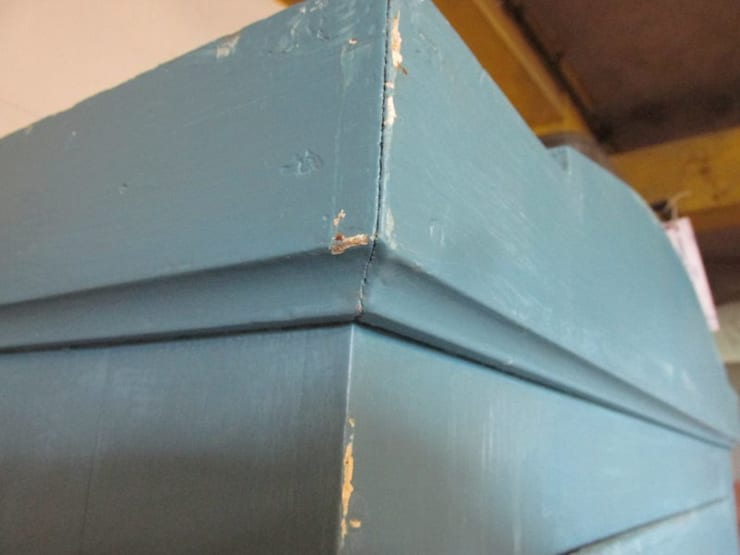 Antieke eendeurs kast in blauw:  Woonkamer door Were Home
