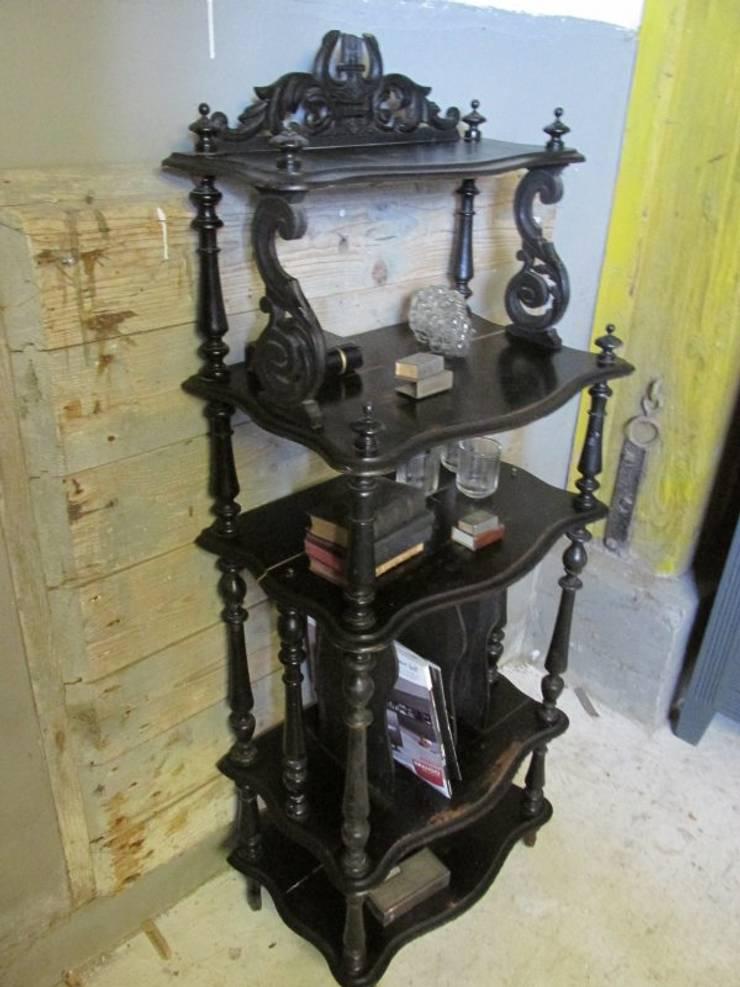 Antieke Franse etagere Napoleon III, zwart:  Woonkamer door Were Home