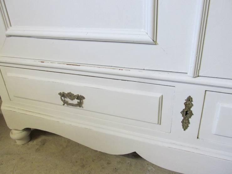 Brocante witte kast, antiek en demontabel:   door Were Home, Rustiek & Brocante