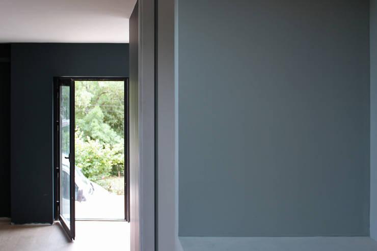 chambre: Chambre de style de style Moderne par BIENSÜR Architecture