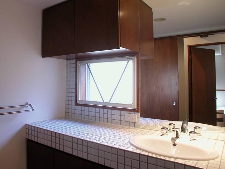 洗面所: 株式会社エキップが手掛けた浴室です。