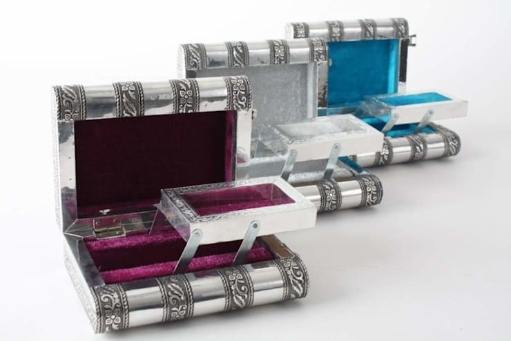 Joyero de metal con espejo.: Dormitorios de estilo  de Goyart.com