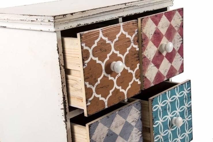 Detalle de cajonera decorada: Dormitorios de estilo colonial de Goyart.com