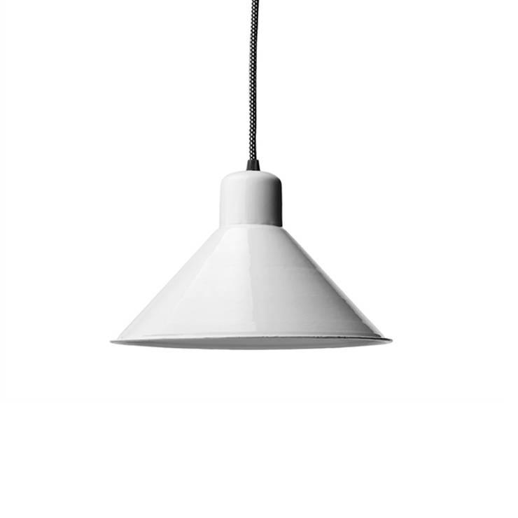 lampa loftowa emaliowana : styl , w kategorii Salon zaprojektowany przez Intterno,