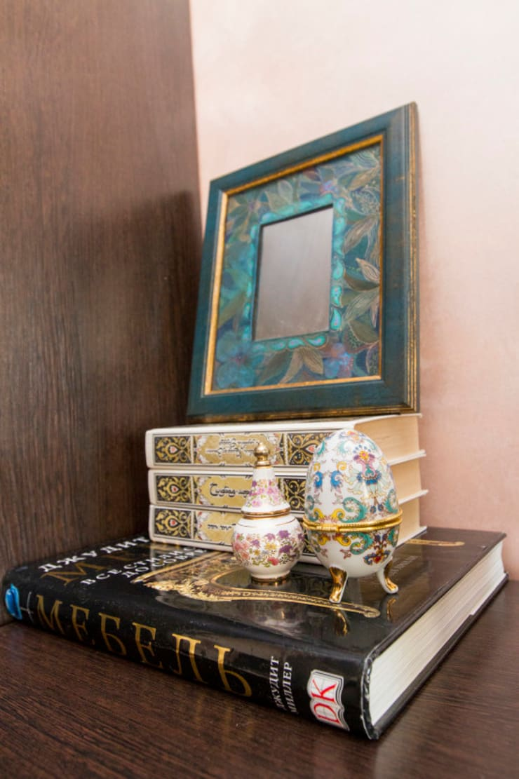 Декорирование придиванного столика: Гостиная в . Автор – L'Essenziale Home Designs