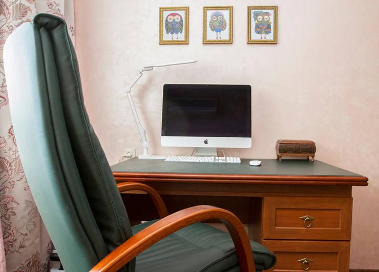 Розовая гостиная в эклектичном стиле: Гостиная в . Автор – L'Essenziale Home Designs