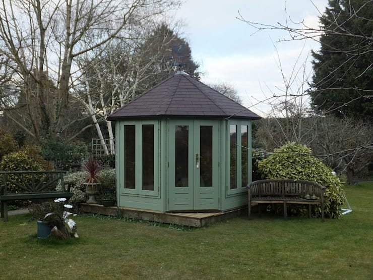 Octagonal Summerhouse: country Garden by Garden Affairs Ltd