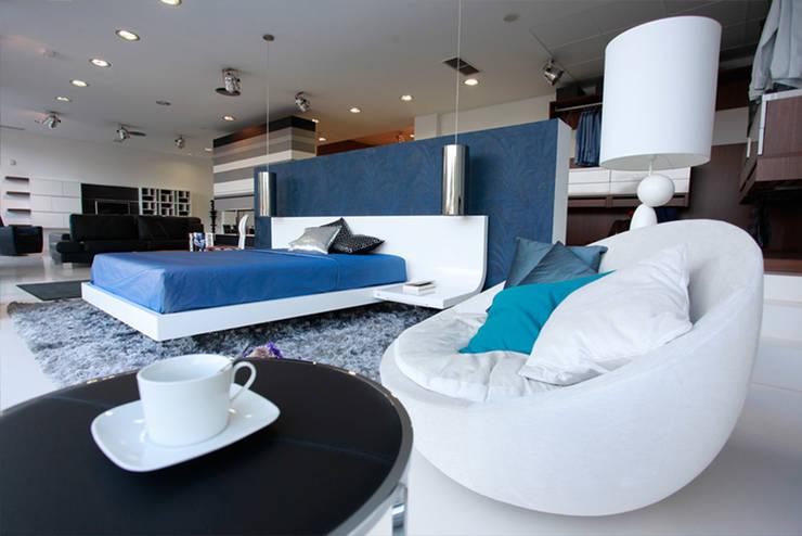 Tienda Decoracion Sevilla: Oficinas y tiendas de estilo  de AZD Diseño Interior