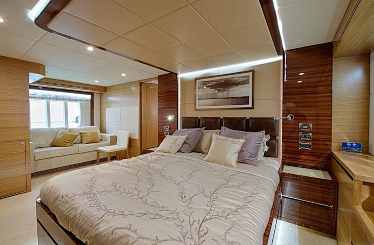 Gulf Craft 75:  Bedroom by Heirlooms Ltd, Tropical