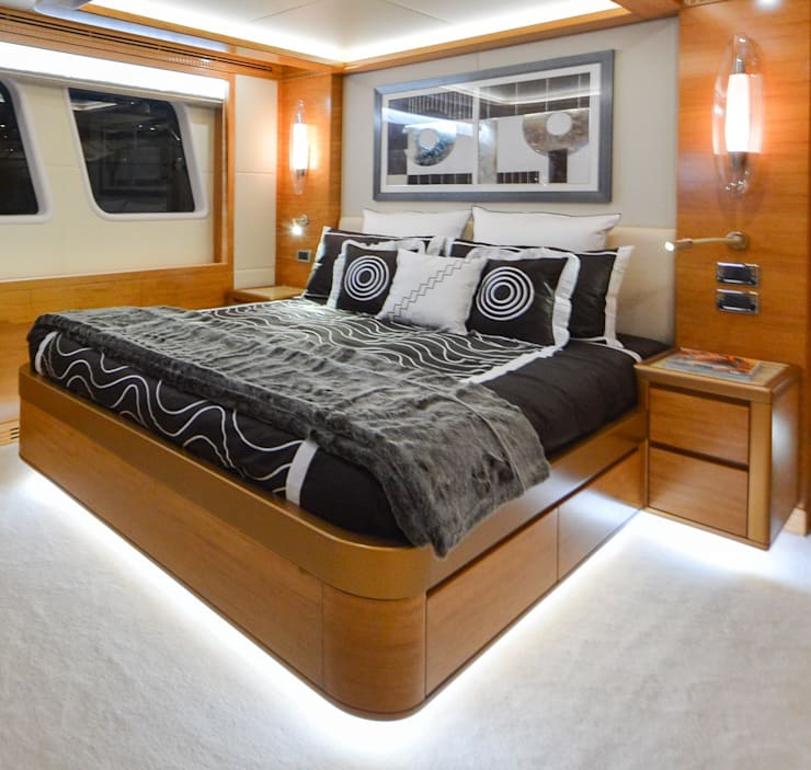 Gulf Craft 135 :  Bedroom by Heirlooms Ltd, Modern