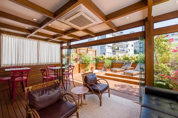 Apartamento Cobertura Porto Alegre: Terraços  por Plena Madeiras Nobres