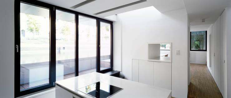 Hausboot am Eilbekkanal Hamburg:  Küche von DFZ Architekten