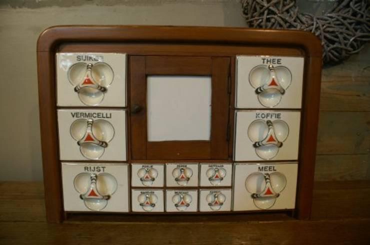 Antiek kruidenkastje:  Woonkamer door Were Home
