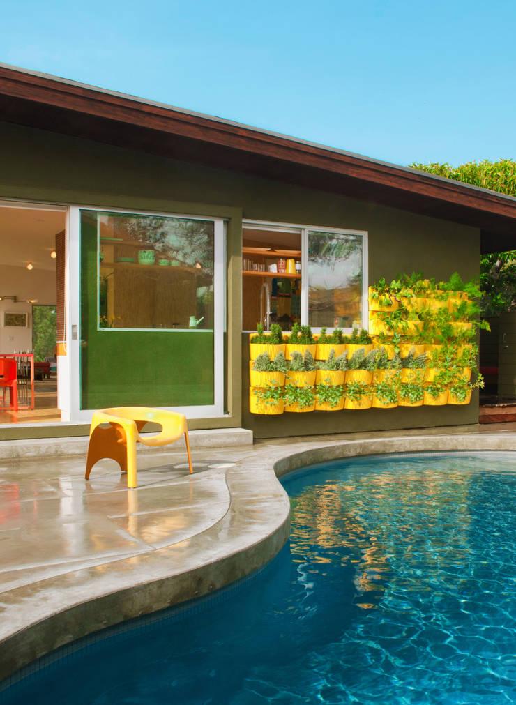 modułowe ogrody wertykalne - outdoor: styl , w kategorii Basen zaprojektowany przez rstudio