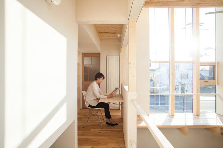 Corridor and hallway by 一級建築士事務所 Atelier Casa, Modern