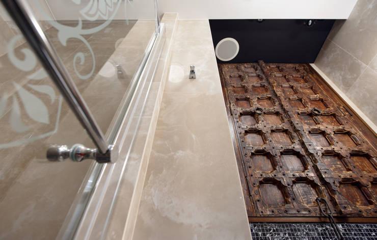 Квартира на Каменоостровском: Ванные комнаты в . Автор – GEDUEV ARCH BUREAU