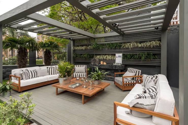 Casa Cor RS 2014: Jardins modernos por Plena Madeiras Nobres