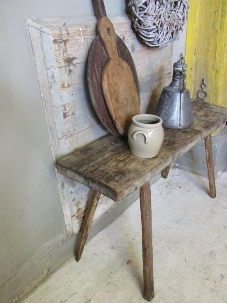 Oude stoere sidetable van hout:  Eetkamer door Were Home