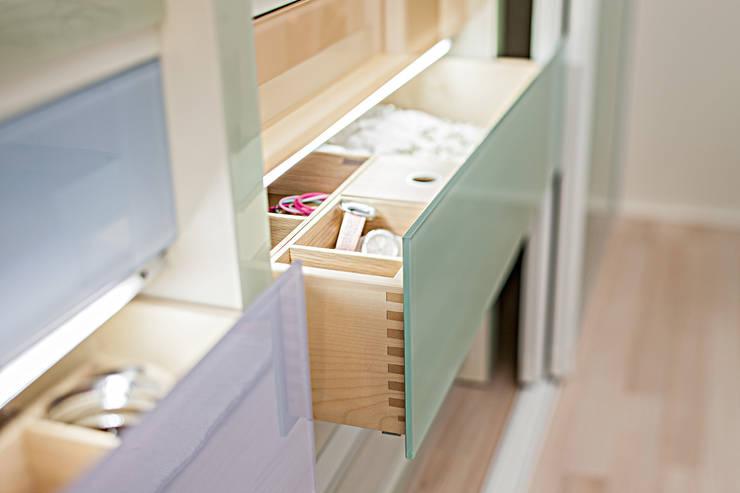 CABINET – Çerçevesiz çekmece:  tarz Giyinme Odası