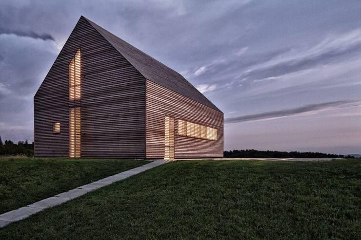 Maison bois: Maisons de style  par Archiconfort